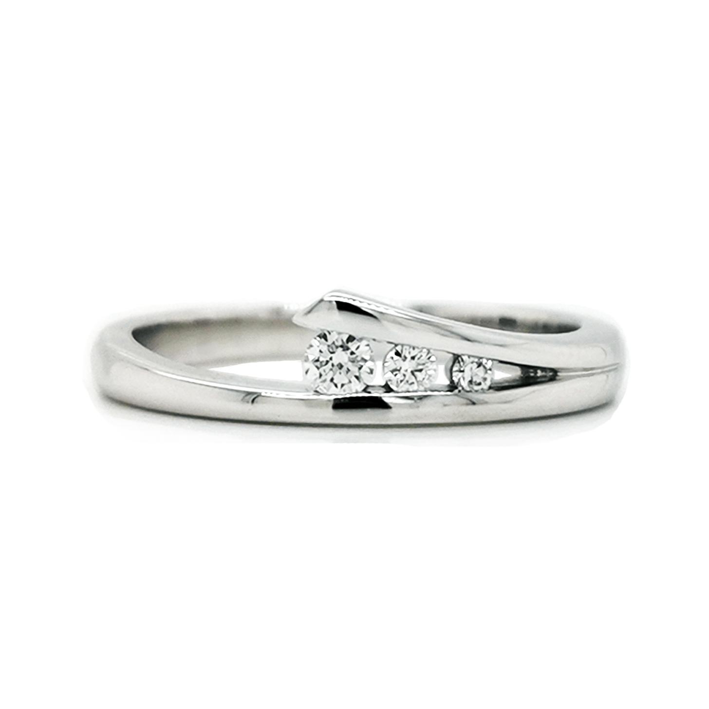Brillantring aus 585 Weißgold in mit drei weißen Diamanten in Spannring-Optik ca. 0,115 ct