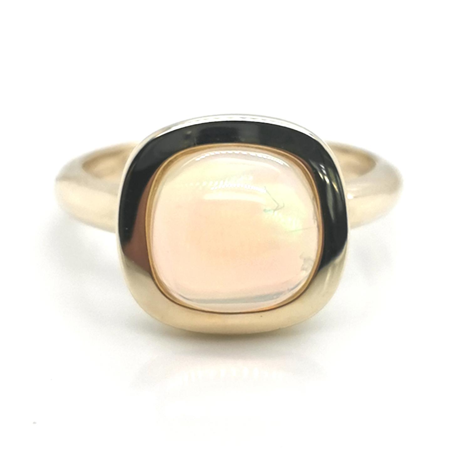 Ring mit Kristallopal, Stumpfeck / antik, ca. 10 x 10mm, ca. 2,9 ct Edelstein, aus 375 Gelbgold, Terra Opalis