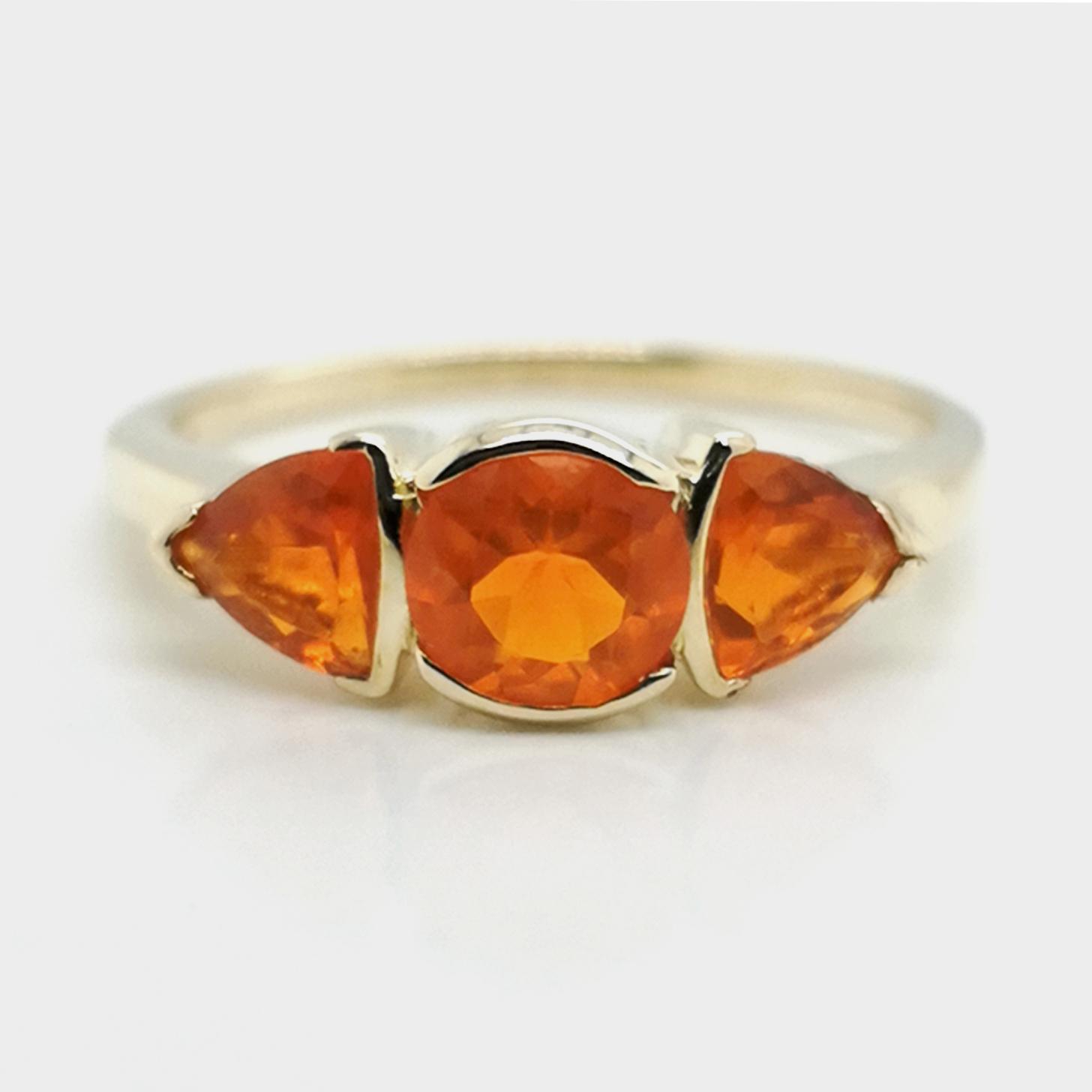 Ring mit Feueropal, facettiert ca. 0,9 ct Edelstein, aus 585 Gelbgold, Terra Opalis