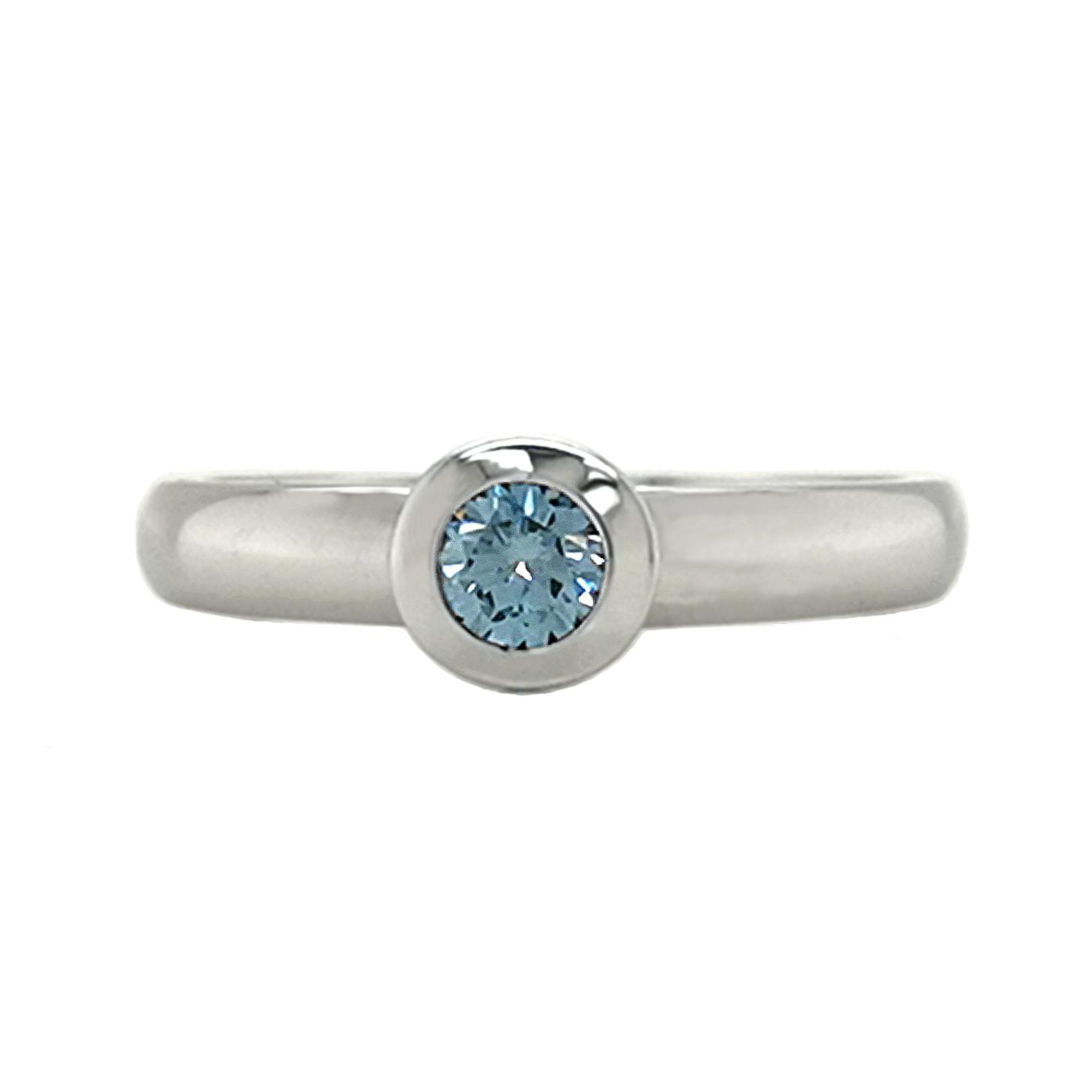 Brillantring aus 585 Weißgold mit aqua-blauem Diamanten, beh., Brillantschliff, ca. 0,25 ct