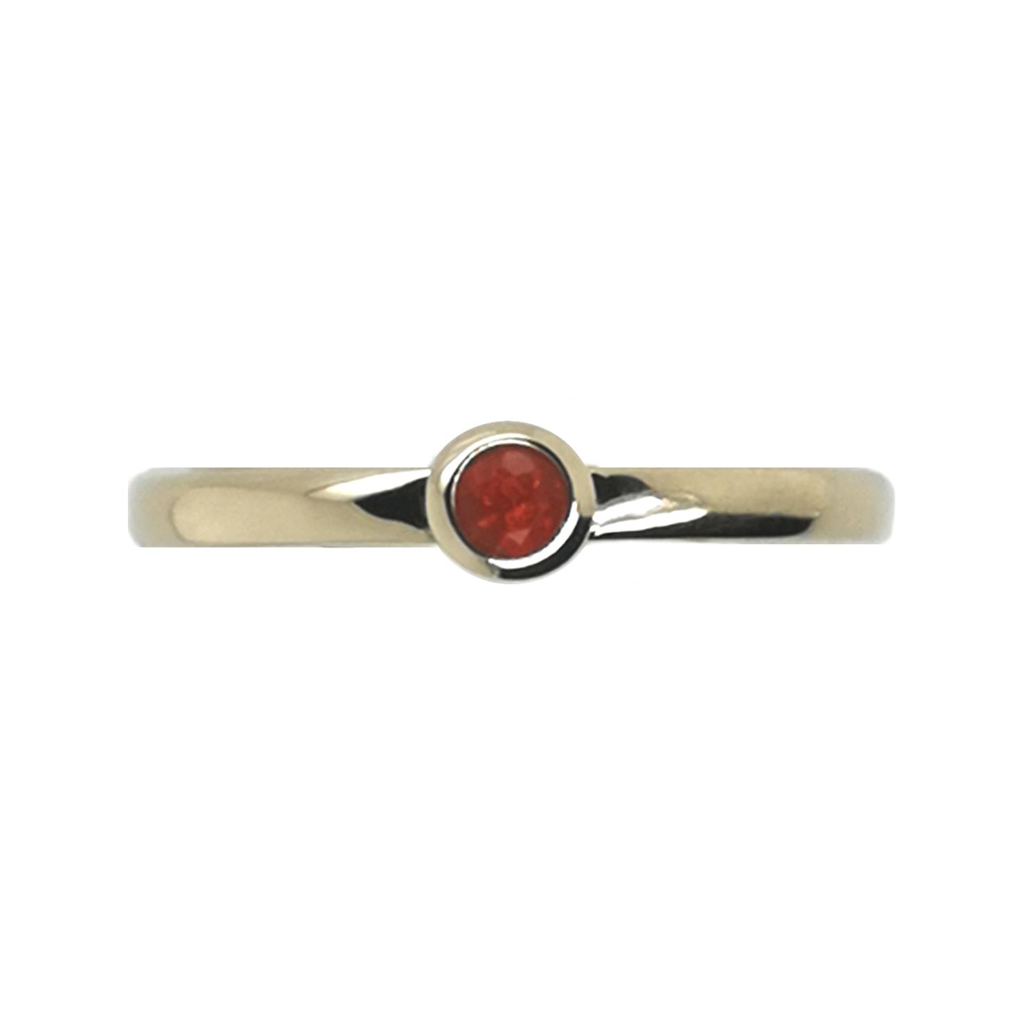 Ring mit Feueropal rot, facettiert ca. 0,04 ct Edelstein, aus 585 Gelbgold, Sogni d´oro Facettenreich