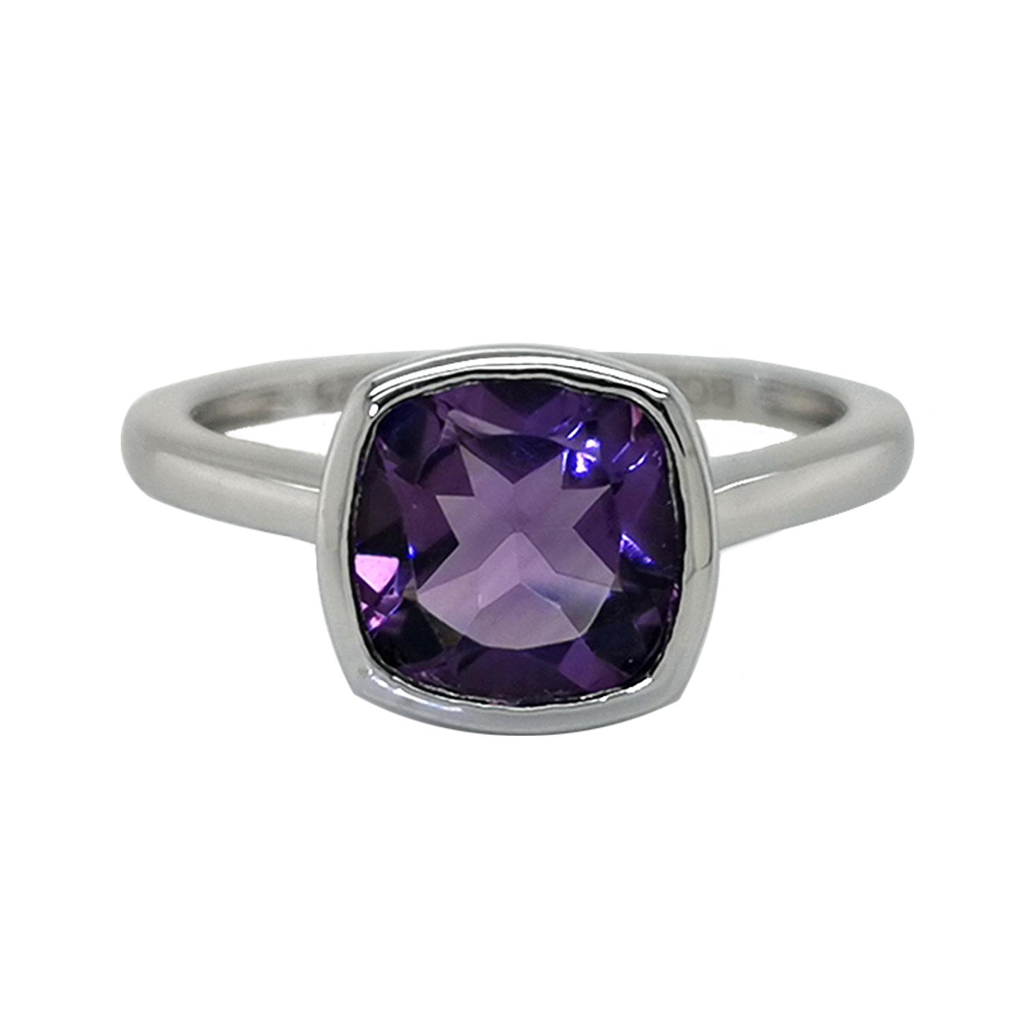 Ring mit Amethyst violett, Antikschliff, ca. 2,1 ct, Zargenfassung