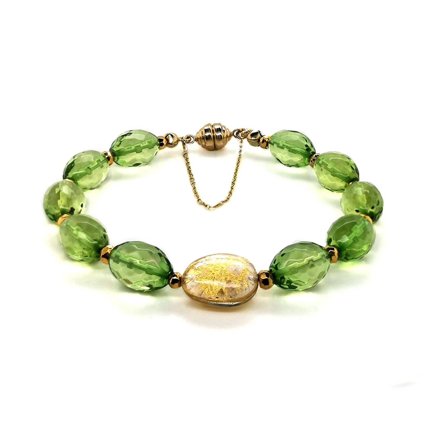 Armband mit grünem Bernstein, goldcoated Pyrit und Bergkristall-Blattgold-Element